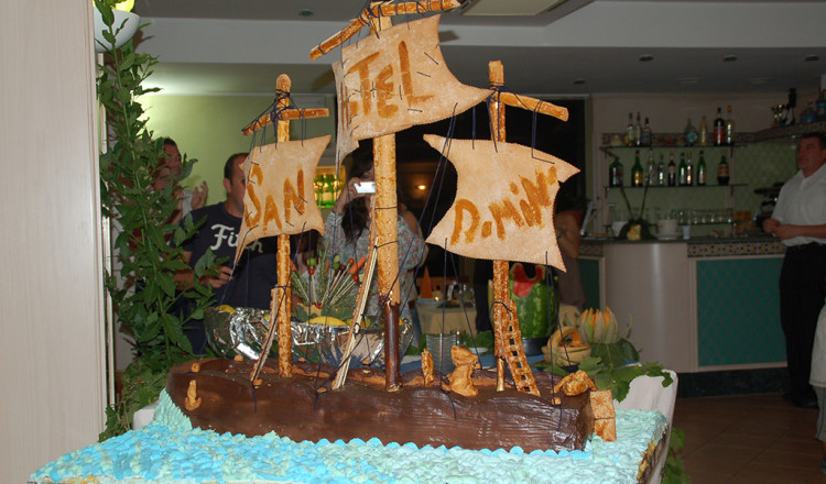 Torta nave Hotel San Domino