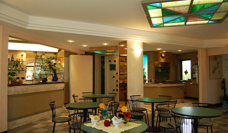 Reception e bar dell'albergo